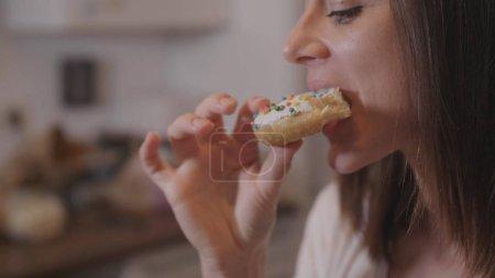 Young woman eats sweet sugar doughnuts
