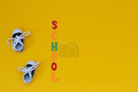 """Photo pour L'inscription """"école"""" avec des lettres sur le fond, gros plan - image libre de droit"""