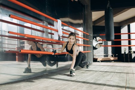 Photo for Sporty woman training morning workout in the gym. Young woman doing gym workout in the gym - Royalty Free Image
