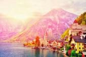 """Постер, картина, фотообои """"Гальштат деревня на Хальштеттер озера в горы Высокие Альпы, Верхняя Австрия. Живописный пейзаж Великой альпийской природы. Гальштат известных романтическое место Европейского озера путешествия"""""""