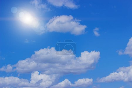 Foto de Cielo azul con nubes y sol - Imagen libre de derechos