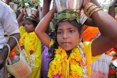 Photo pour Population locale dans l'état de Tamilnadu, village de Chidambaranathapuram - image libre de droit