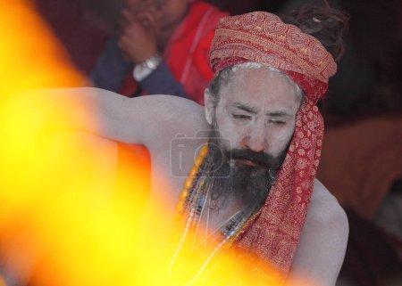 Photo pour Sadhu (indiennes holy man) au festival de Kumbh Mela, religieux plus grand au monde, rassemblant, à Allahabad, Uttar Pradesh, Inde. - image libre de droit