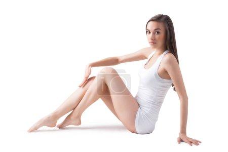 Photo pour Belle jeune femme sur fond blanc isolé . - image libre de droit