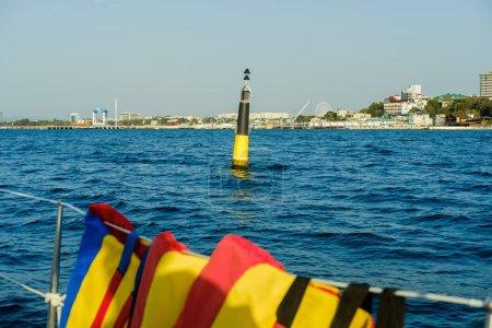 Foto de El barco en el puerto de la ciudad - Imagen libre de derechos