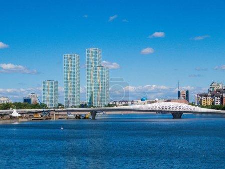 Photo pour Vue du pont de l'Atyrau à Nur-Sultan (anciennement Astana), capitale du Kazakhstan - image libre de droit