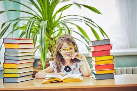 Photo pour Éducation des enfants style de vie concept d'apprentissage avec l'école - image libre de droit