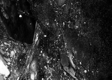 Abstrait d'encre. Style de marbre. Texture trait de peinture noire sur du papier blanc. Fond d'écran pour la conception web et de jeu. Art de grunge de boue. Image de macro de jus de plume. Frottis foncé