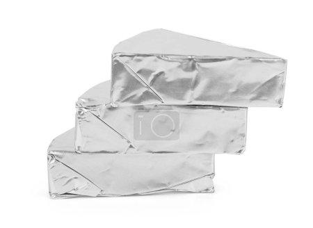 Photo pour Fromage fondu triangulaire blanc avec table Nol isolé sur fond blanc - image libre de droit