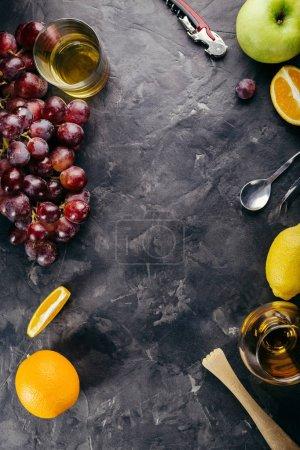 Photo pour Cadre alimentaire, menu boissons, fond de pierre sombre, restaurant, bar, endroit pour copier , - image libre de droit