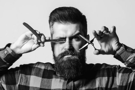 Photo for Brutal barber with straight razor and scissors. Bearded guy holding proffecional tools. Barber shop. Vintage barbershop, shaving. Barber scissors. Vintage straight razor. Barbershop advertising. - Royalty Free Image