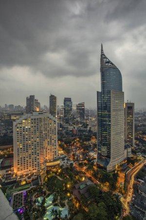 Yakarta oficialmente la Región Capital Especial de Yakarta, es la capital de Indonesia. Yakarta es el centro de economía, cultura y política de Indonesia