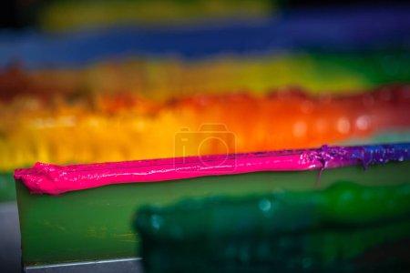 violette Farbmischung aus blauen und rosa Farben