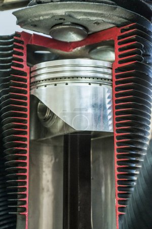 Detailed exposition of the piston in the cylinder