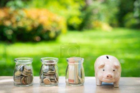 Photo pour Concept d'épargne, investissement - image libre de droit