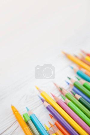 Photo pour Crayons de couleur pour dessiner des illustrations et croquis - image libre de droit