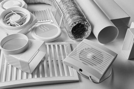 Photo pour Composants de système de ventilation sur blanc fond vue latérale - image libre de droit