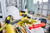 """Постер, картина, фотообои """"Домашний ремонт. Строительные инструменты, кирпичи и шлем"""""""