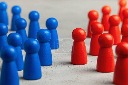 Deux équipes d'affaires se font face. Le concept de concurrence, confrontation dans les affaires .
