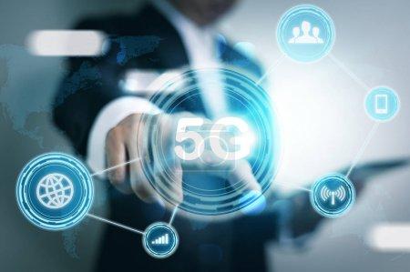Photo pour Réseau 5G Internet Mobile Wireless Business concept - image libre de droit