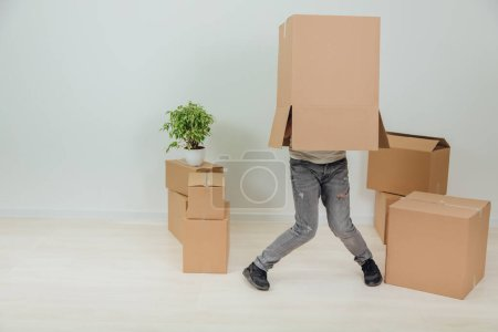 Photo pour Concept of relocation. Portrait of man moving into new flat. Full-length. - image libre de droit