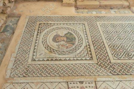 Photo pour Surface ancienne en pierre égyptienne avec symboles religieux - image libre de droit