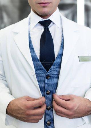 Photo pour Gros plan du médecin masculin - image libre de droit