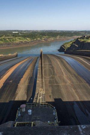 Ansicht des binacionalen Wasserkraftwerks itaipu, foz do iguacu, Bundesstaat Parana, Südbrasilien