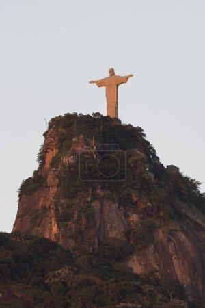 Christus die Erlöserstatue auf dem atlantischen Regenwald-Corcova