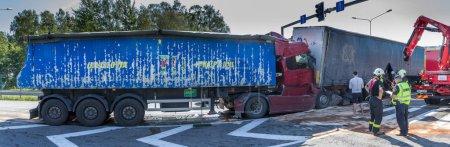 Столкновение двух грузовиков