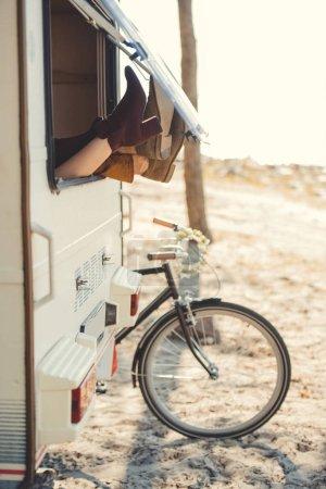 para odpoczynku w przyczepie z metrów poza rowerów w pobliżu Kamper