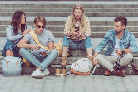 Foto de Turismo joven en pasos en la calle de la ciudad de nueva - Imagen libre de derechos