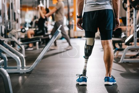 Photo for Cropped shot of of sportsman with artificial leg standing at gym - Royalty Free Image