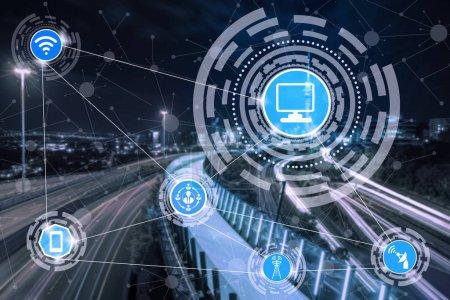 Foto de Red de comunicación inalámbrica de ciudad inteligente Mostrar gráfico concepto de internet de las cosas (Iot) y tecnología de la comunicación de la información (TIC) contra edificios de la ciudad moderna al fondo. - Imagen libre de derechos