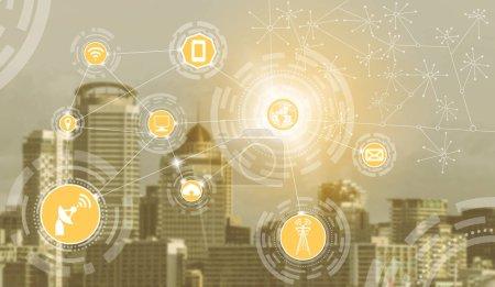 Photo pour Réseau de communication sans fil Smart City avec le concept graphique de l'internet des objets (IOT) et des technologies de l'information et de la communication (TIC) dans les bâtiments modernes de la ville en arrière-plan . - image libre de droit