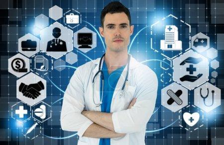 Photo pour Concept médical de soins de santé - Médecin à l'hôpital avec des icônes médicales numériques bannière graphique montrant le symbole de la médecine, les gens des soins médicaux, le réseau des services d'urgence, les données médicales de la santé des patients . - image libre de droit