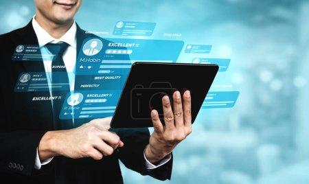 Photo pour Commentaires des clients satisfaction sondage concept. L'utilisateur donne une note à l'expérience de service sur la demande en ligne. Le client peut évaluer la qualité du service menant au classement de réputation de l'entreprise . - image libre de droit